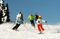 Family-Skiing-Together-200x130.jpg